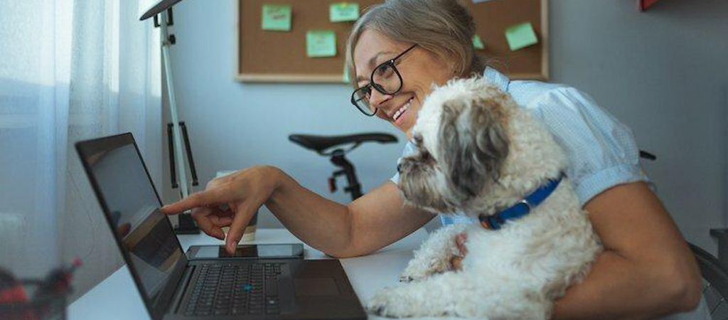 """""""9 Creative Ways to Stay Connected To Your Coworkers"""" TheMuse Blog"""